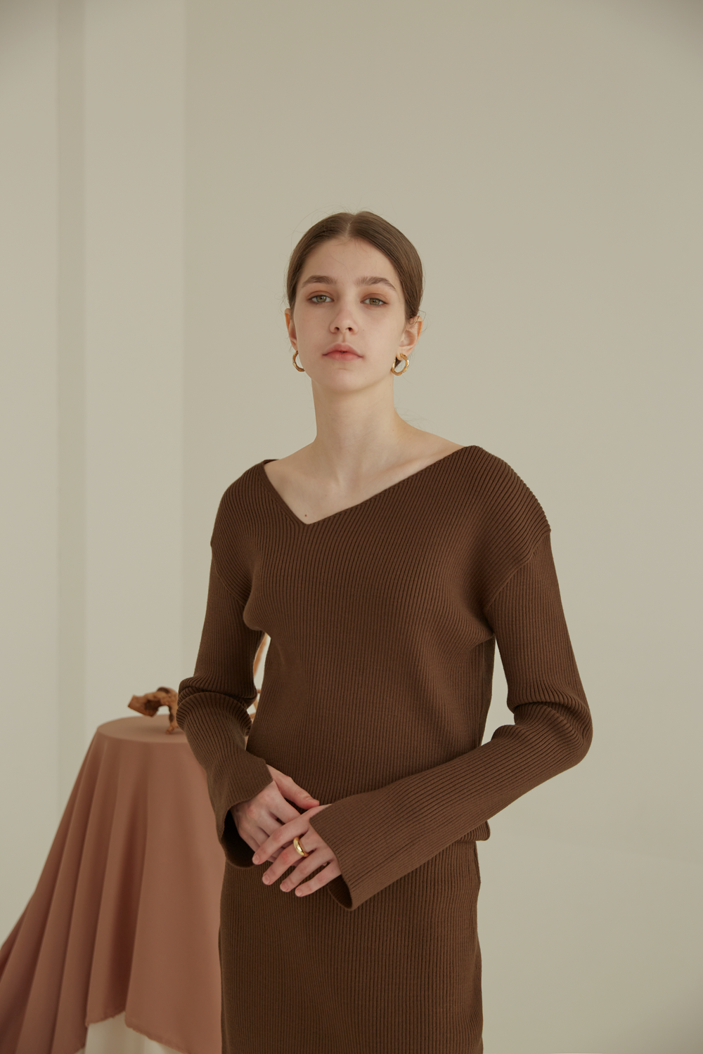 anthese oblique line knit set-up, brown (40%)